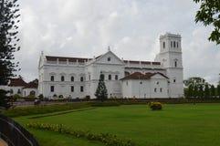 Architektur-Gartenhimmel der Gebäudekirche alter Lizenzfreie Stockbilder