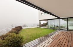 Architektur, Innenraum eines modernen Landhauses stockfotografie