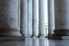 Architektur kolumny Katedralny kościół Masywni Antyczni Stylowi Dziejowi kościół szczegóły europejczycy fotografia royalty free