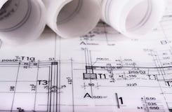 Architektur rollt architektonische techical Planarchitektenpläne Lizenzfreie Stockfotos