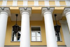 Architektur und Fenster der alten Renaissance reden klassisches Gebäude an lizenzfreie stockfotos