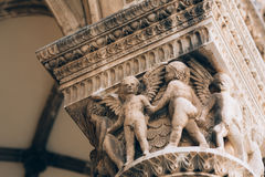 Architektur und Statuen der alten Stadt lizenzfreie stockfotografie