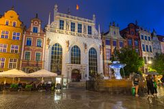 Architektur von Artus Court in Gdansk nachts, Polen Lizenzfreie Stockfotos