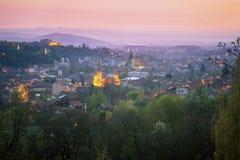 Architektur von Brasov bei Sonnenaufgang lizenzfreie stockfotos