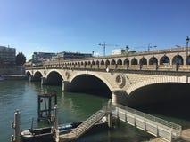 Architektur von Kanal-Brücken um Paris lizenzfreie stockbilder