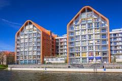 Architektur von modernen Wohnungen in Motlawa-Fluss in Gdansk Lizenzfreies Stockfoto