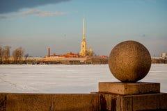 Architektur von St Petersburg, Russland Br?cken und Geb?ude von St Petersburg stockfotos