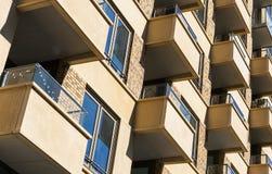 Architektur Wohnungen Zuidas Amsterdam mit Balkonen Lizenzfreie Stockfotografie