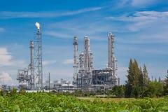 Architektura Chemiczna rafinerii roślina z niebieskim niebem Fotografia Royalty Free