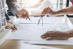 Architektura inżyniera pracy zespołowej spotkanie, rysunek i działanie dla, obrazy royalty free