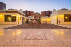 Architektura nowożytny schronienie w Hurghada przy półmrokiem, Egipt Zdjęcie Stock
