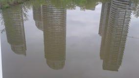 Architektura odbija w Humber zatoki rzece zdjęcie royalty free