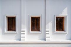 Architektura Tajlandia świątyni jawna ściana z trzy drewnianymi okno fotografia stock