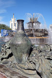 Architektura VDNKH park w Moskwa Kamienna kwiat fontanna Obrazy Stock
