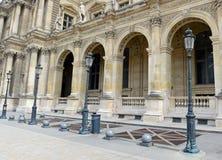 Architektura z kolumnami i światło poczta, Paryż, Francja obraz royalty free