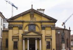 Architekturabschluß oben von Santa Maria Podone Church Stockfotos