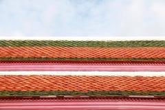 Architekturdach des Tempels in der thailändischen Art Lizenzfreies Stockfoto