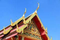 Architekturdach des Tempels in der thailändischen Art Stockfotografie