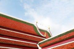 Architekturdach des Tempels in der thailändischen Art Lizenzfreie Stockbilder