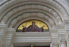 Architekturdetail über die Russisch-Orthodoxe Kirche von St Peter und von Paul in Tschechischer Republik Karlovy Varys lizenzfreie stockbilder