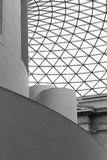Architekturdetail der Dachkonstruktion stockbilder