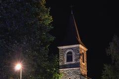Architekturdetail der Kapelle Sainte Marie nachts stockbild
