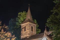 Architekturdetail der Kapelle Sainte Marie nachts stockfoto