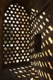Architekturdetail des persischen Moscheefensters Stockbilder