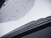 Architekturdetailmodernes errichtendes Glasfassaden-Design Muster Stockfotos