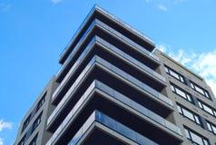 Architektureigentumswohnungs-Stadtwolkenkratzer der Wohnungswohngebäudeecke moderner Stockfotografie