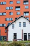 Architekturkontrast Lizenzfreie Stockfotos