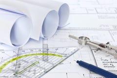 Architekturpläne mit Zeicheninventar Stockbild