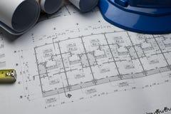 Architekturplan-Projektzeichnung mit Planrollen lizenzfreie stockfotografie