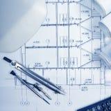 Architekturprojekt, Pläne, Plan rollt, Kompassteiler, Taschenrechner, weiße Sicherheit auf Plänen Technik bearbeitet Ansicht für Lizenzfreie Stockfotografie