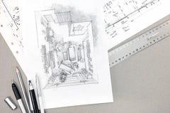 Architekturskizze mit technischer Zeichnung und Bleistiften auf Schreibtisch Stockfotografie