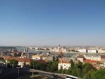 Architekturstädte des sonnigen Sommertages Europas Lizenzfreies Stockbild