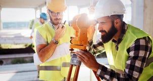 Architektury inżynierii pracy zespołowej spotkanie przy miejscem pracy zdjęcie stock