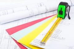 Architekturzeichnungen und Maßband Lizenzfreie Stockbilder