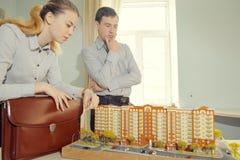 Architetti degli studenti sul lavoro Immagini Stock