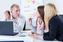 Architetti in una riunione all'ufficio Immagine Stock