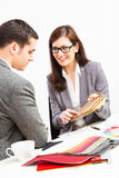 Architetto arredatore femminile With Client Immagini Stock Libere da Diritti