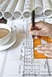 Architetto femminile sul lavoro Fotografia Stock