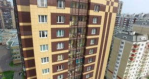 Architettura aerea, strade delle vie ed appartamenti a Mosca video d archivio