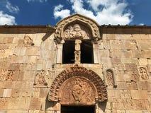 Architettura antica armena, ornamenti religiosi sulla vecchia chiesa immagine stock libera da diritti