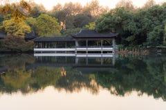 Architettura antica di area scenica del lago ad ovest immagine stock libera da diritti