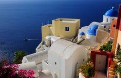 Architettura bianca del villaggio di OIA sull'isola di Santorini, Grecia Immagini Stock Libere da Diritti