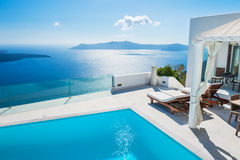 Architettura bianca sull'isola di Santorini, Grecia Immagine Stock