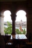 Architettura a Budapest - tabella con una vista Immagine Stock