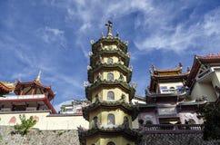 Architettura cinese buddista del tempio di Kek Lok Si, situata in aria Itam a Penang, la Malesia fotografia stock libera da diritti