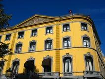 Architettura classica nel colore giallo Immagini Stock Libere da Diritti